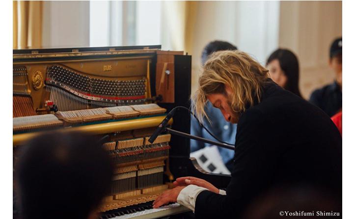 オランダ出身のピアニスト/コンポーザーのユップ・ベヴィンがアルバムリリース記念ショーケースを開催