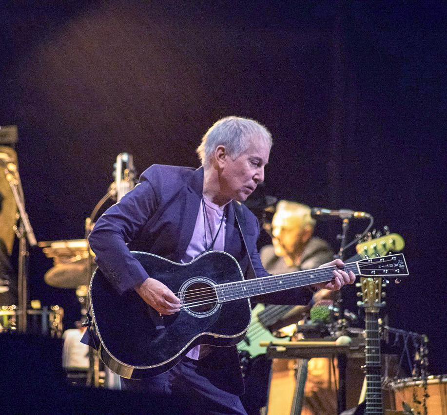 Paul Simonの新作『In The Blue Light』で、新たに生まれ変わる10曲!