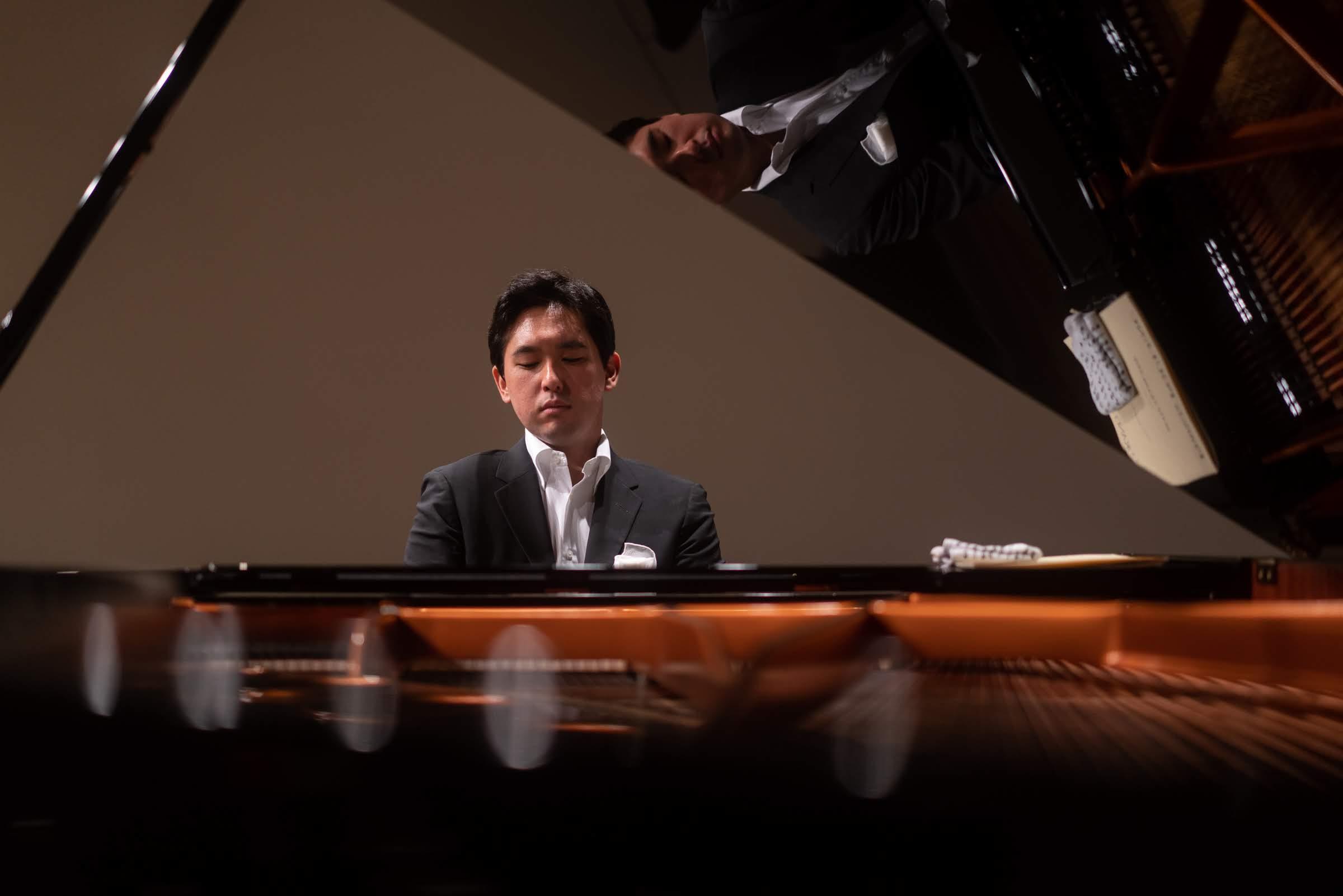 【クラシック新譜】「身近にプーランクの音楽と魂を感じる生活を送ってきました」──ピアニスト・戸室玄 デビュー・アルバム&レポート